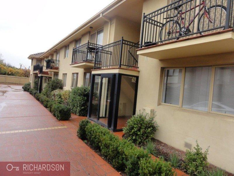 2/5 Gordon Street,  Footscray