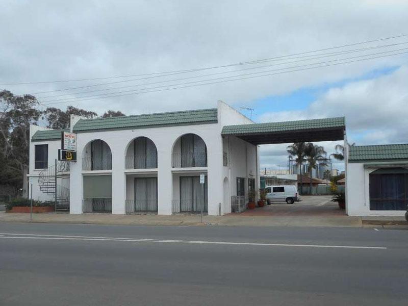 b - El Toro Motel