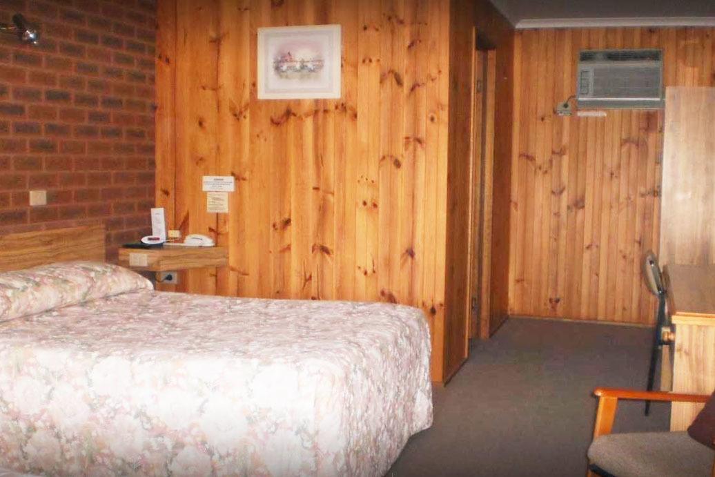 a - Riverland Motel