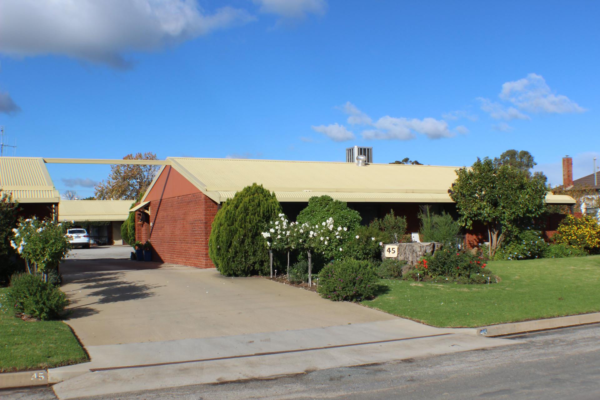 h - Riverland Motel
