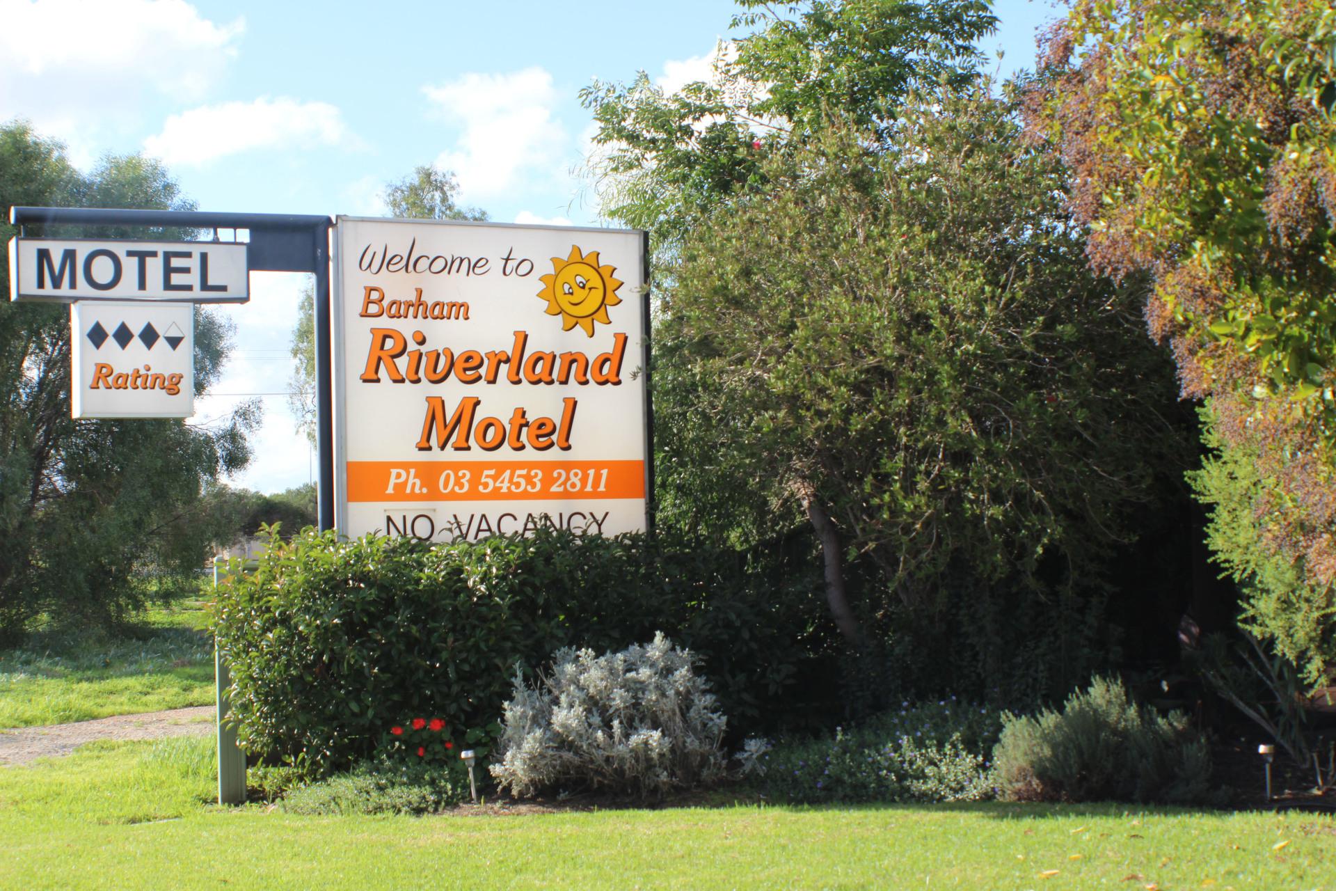 i - Riverland Motel