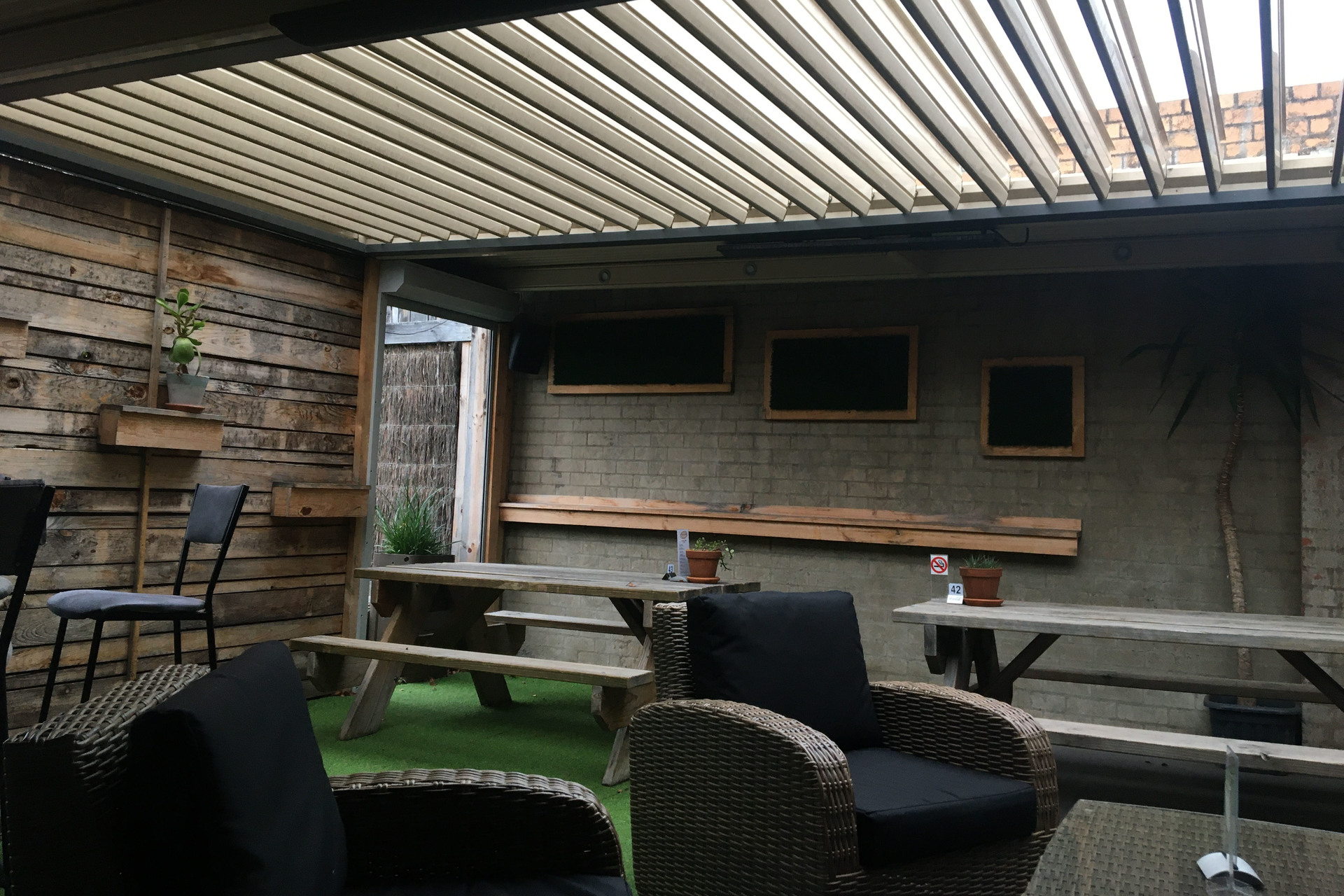 e - Culture Cafe Lounge Bar