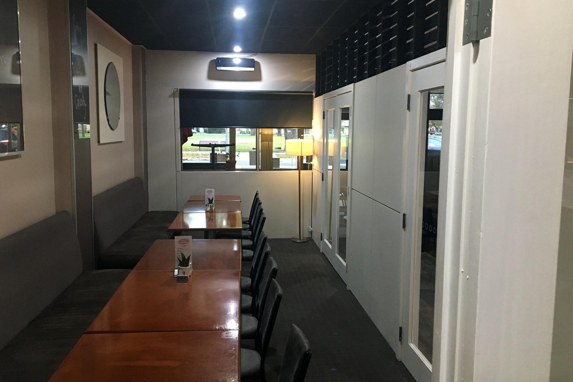 j - Culture Cafe Lounge Bar