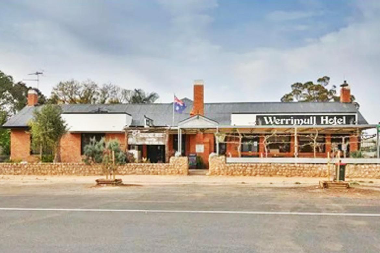 i - Werrimull Hotel