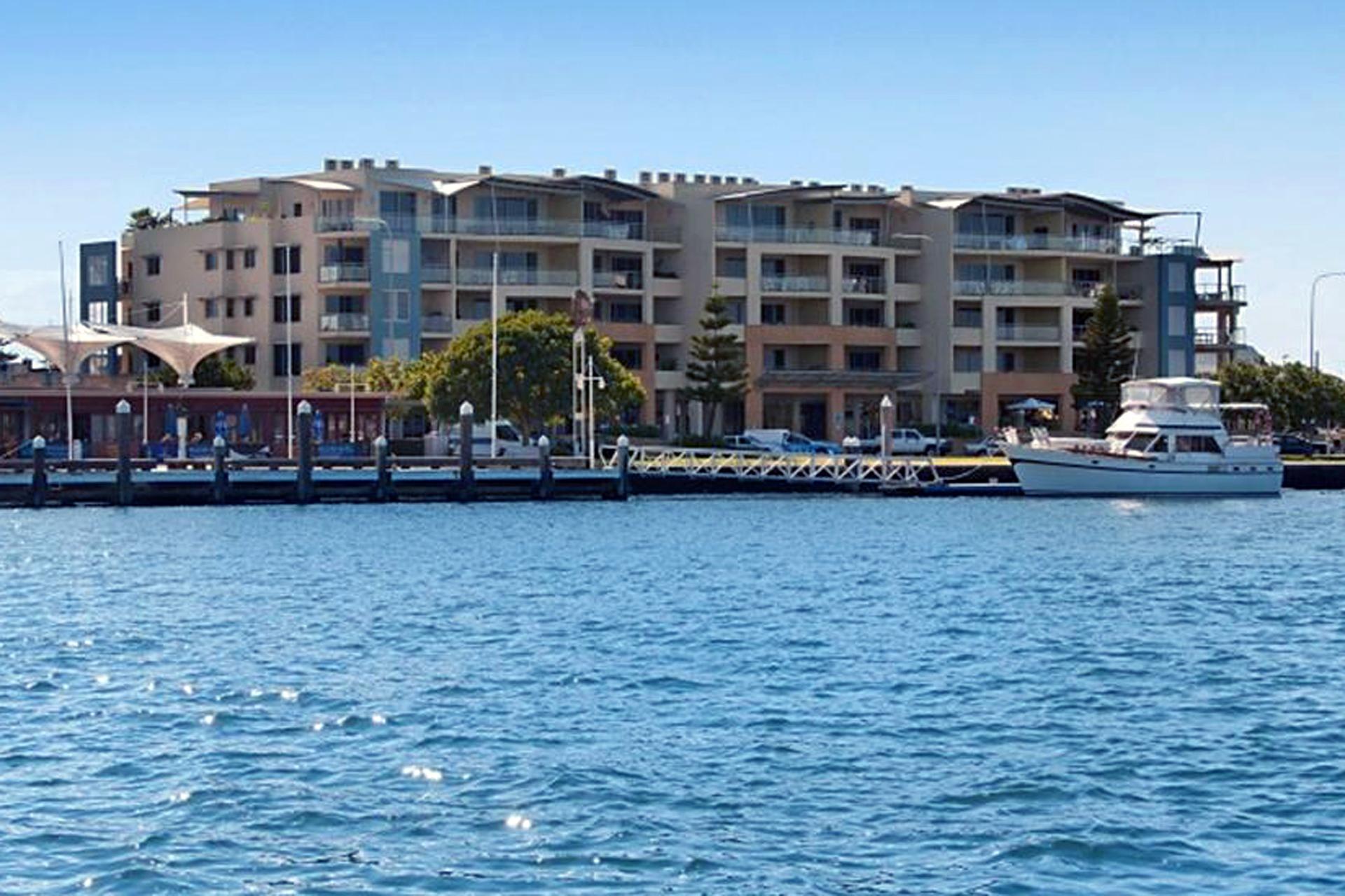 h - Riverside Holiday Apartments