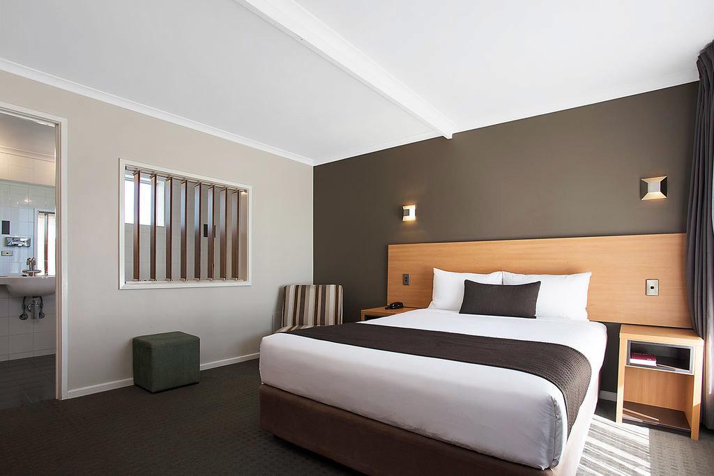 f - Comfort Inn on Raglan