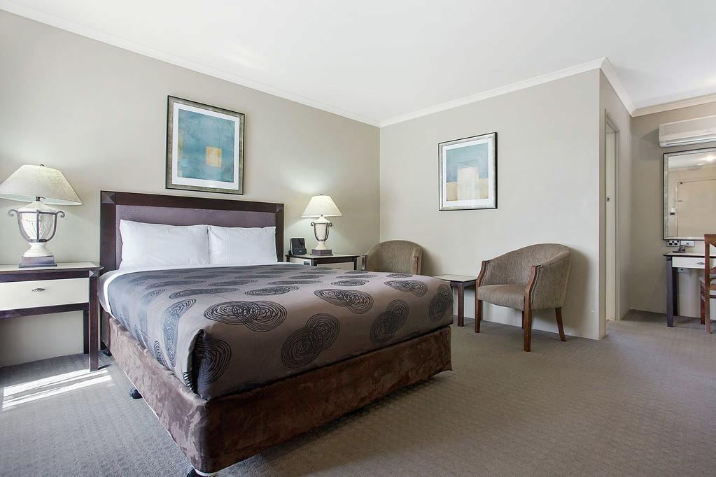 h - Comfort Inn on Raglan