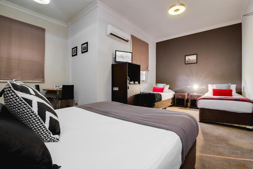 n - Royal Hotel