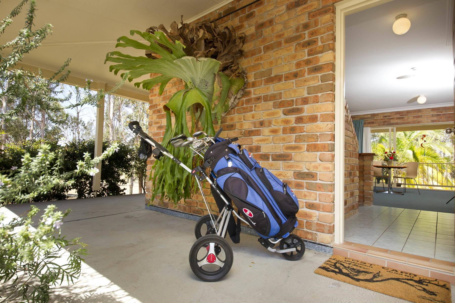 b - Golf Club Motor Inn Wingham