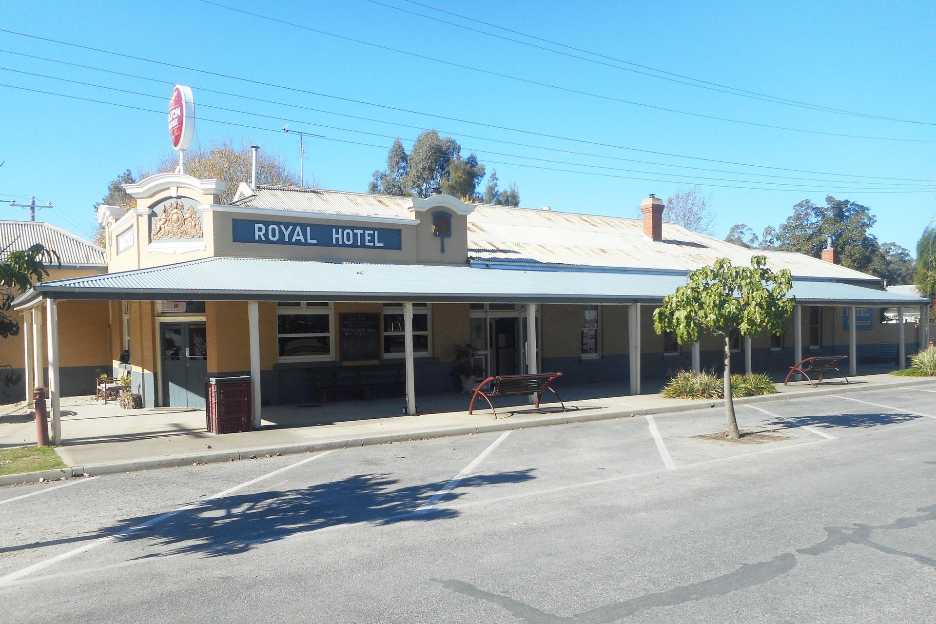 Mates Royal Hotel