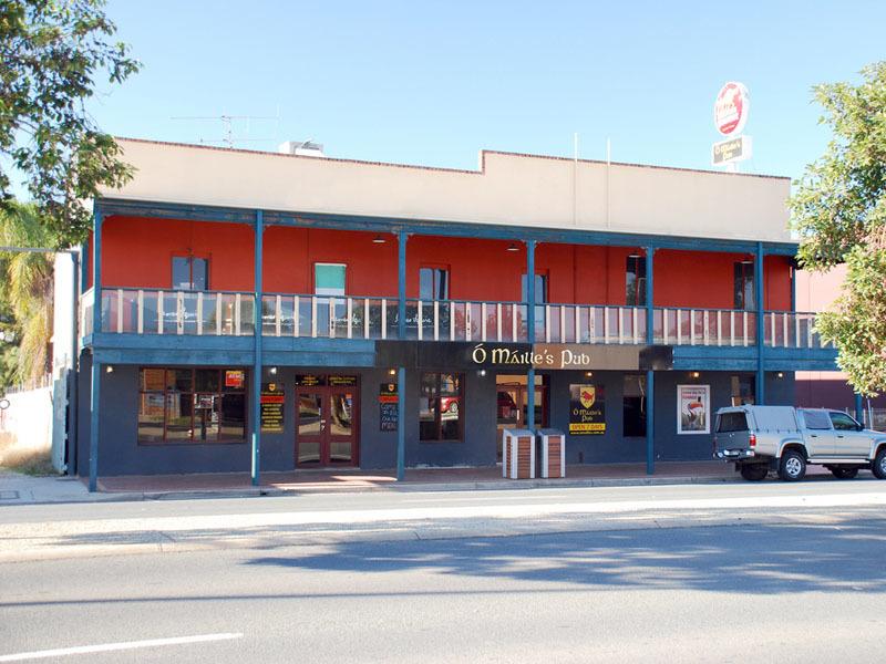 a - O'Mailles Pub