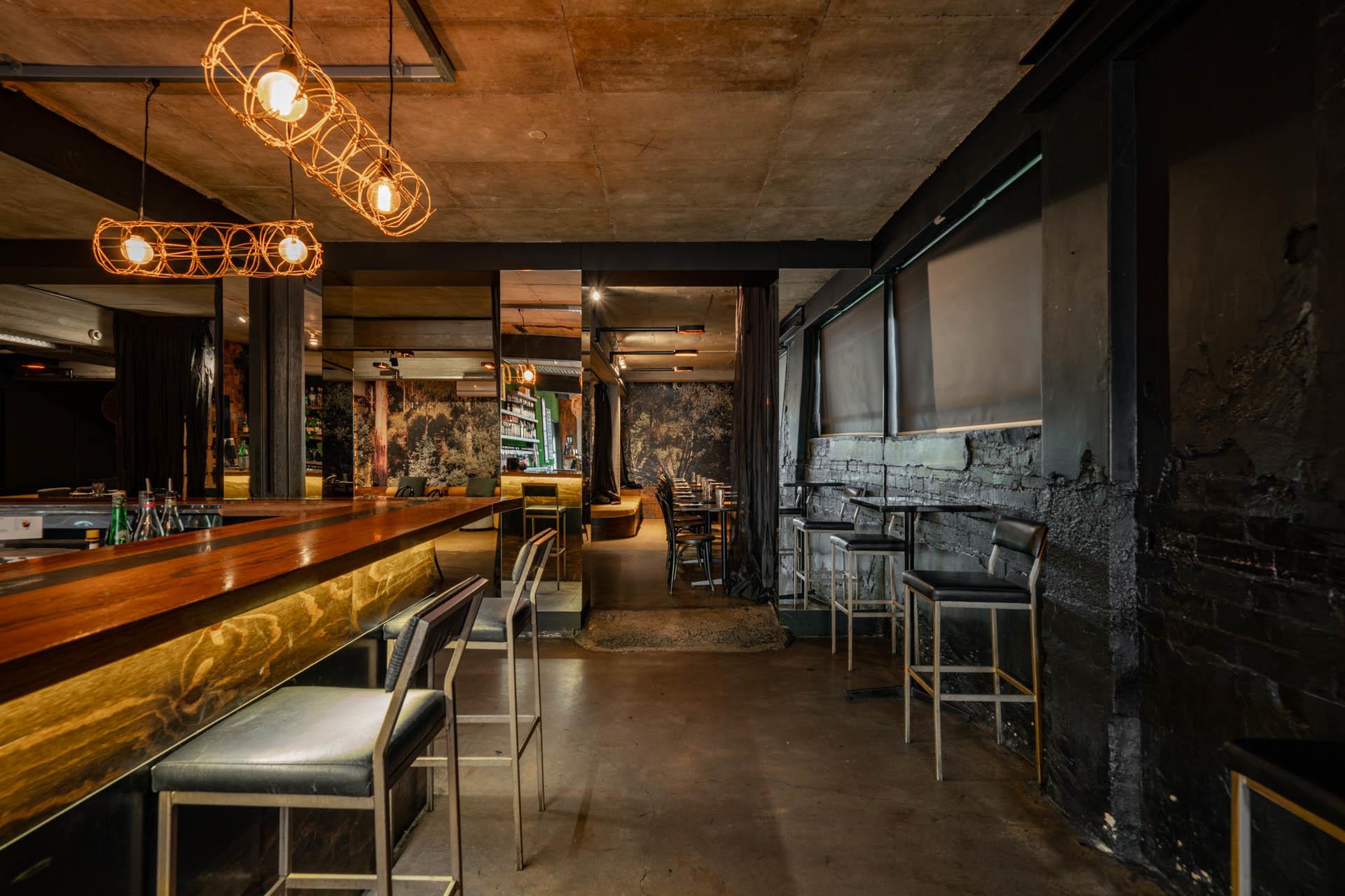 i - Herd Bar & Grill