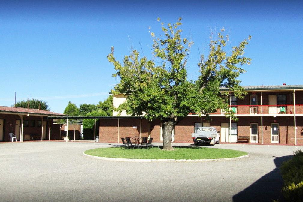 l - Twin City Motor Inn