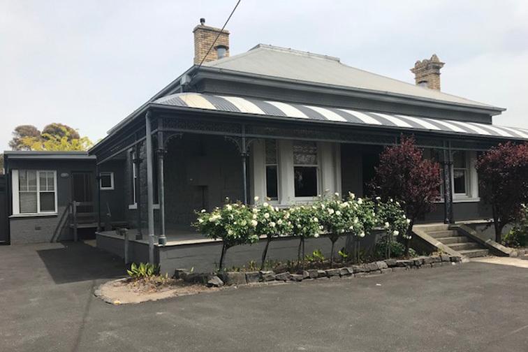 j - Newport Homestay & Lodge