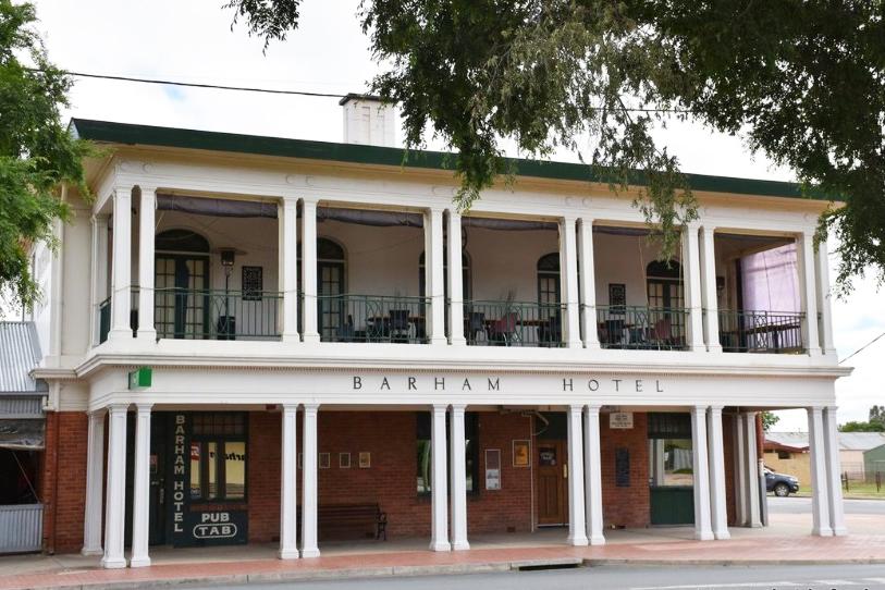 m - Barham Hotel