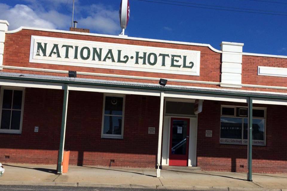 e - National Hotel Stawell
