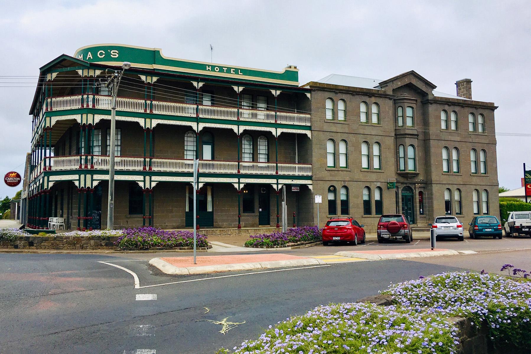 i - Macs Hotel