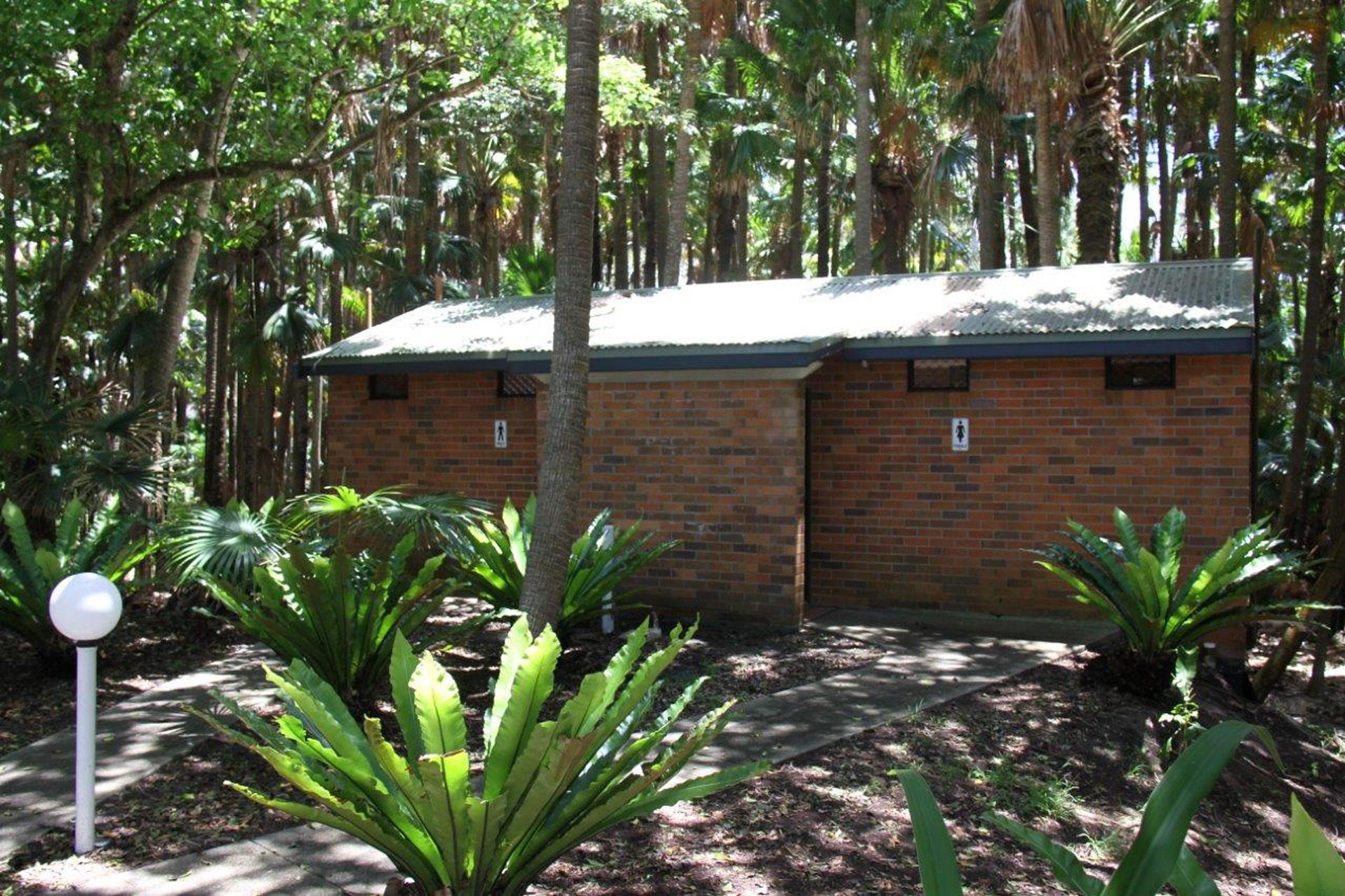 o - Tiona Palms Caravan Park