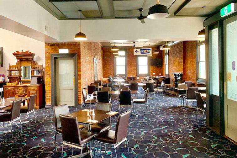 b - Austral Hotel
