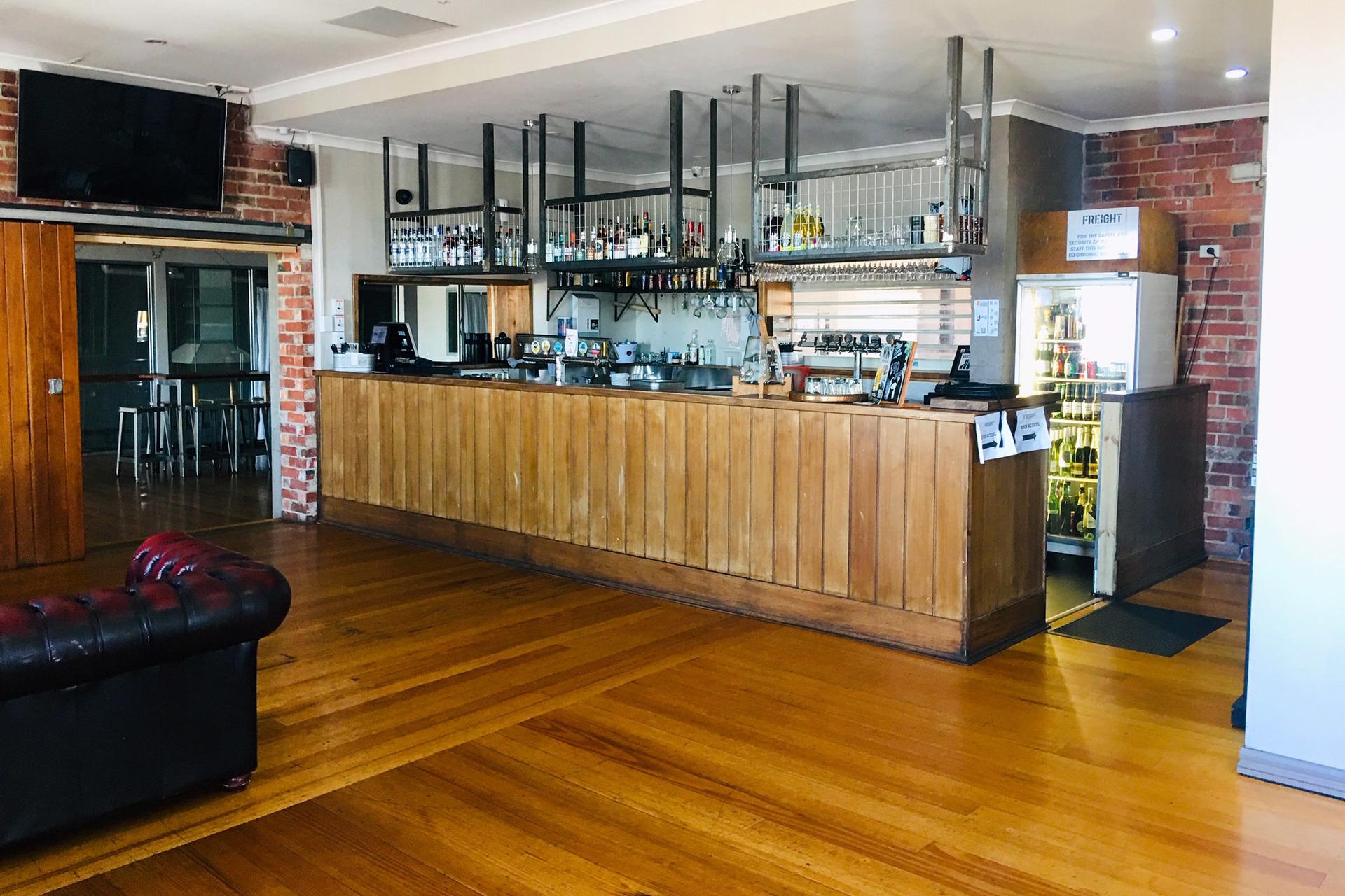 e - Freight Bar & Restaurant
