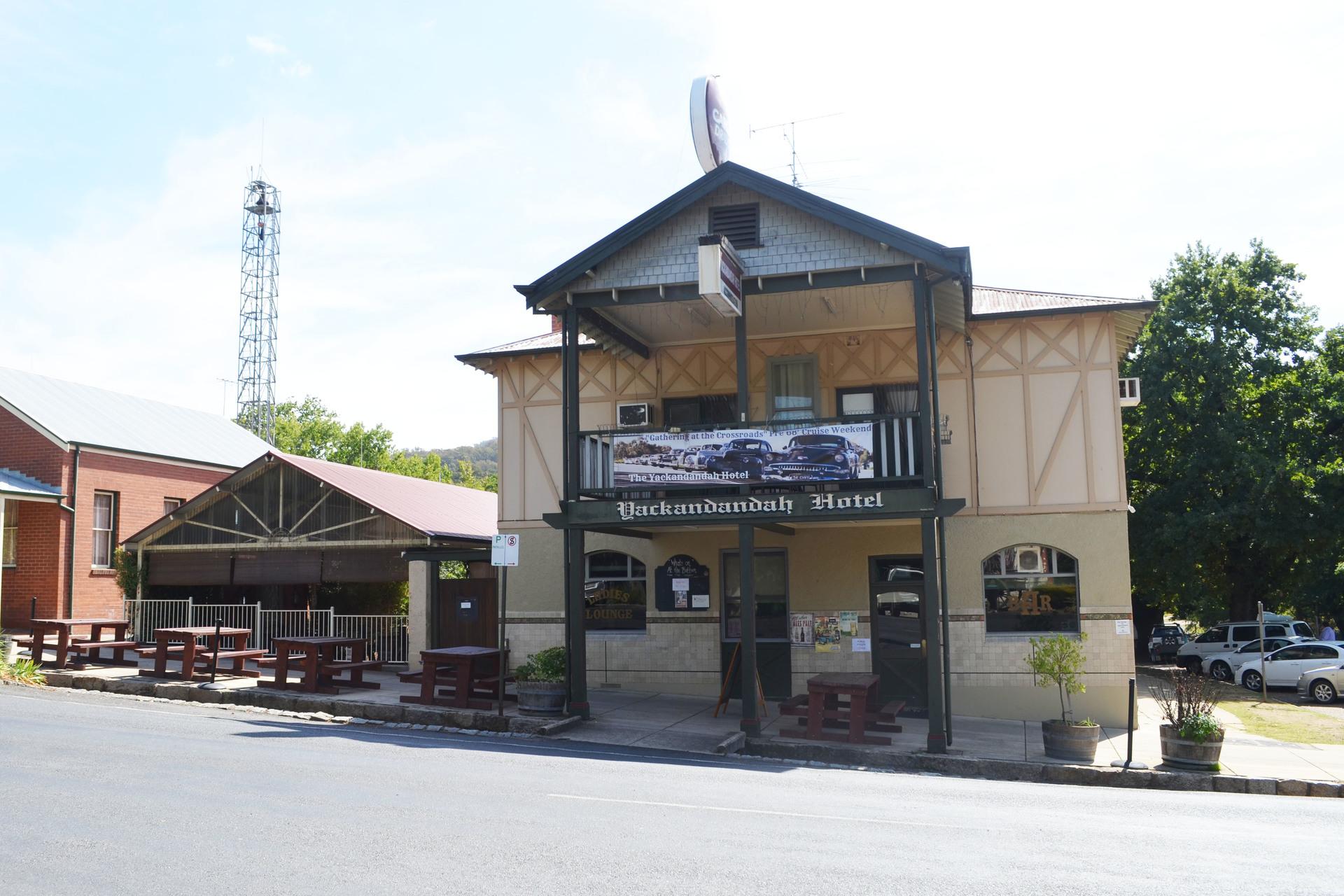 i - Yackandandah Hotel