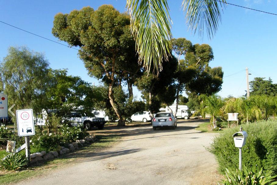 g - Moulamein Lakeside Caravan Park