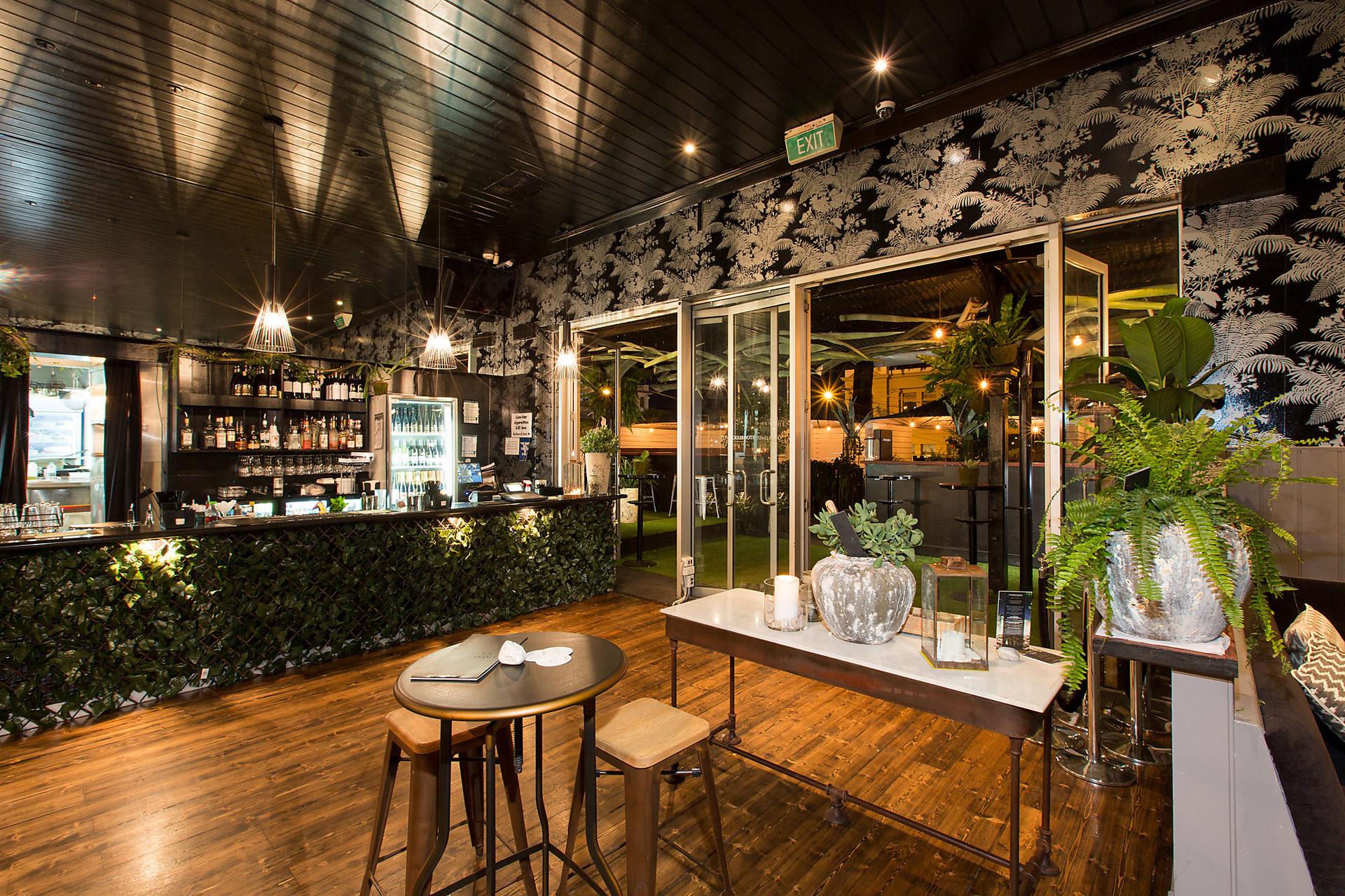 j - Metropol Bar
