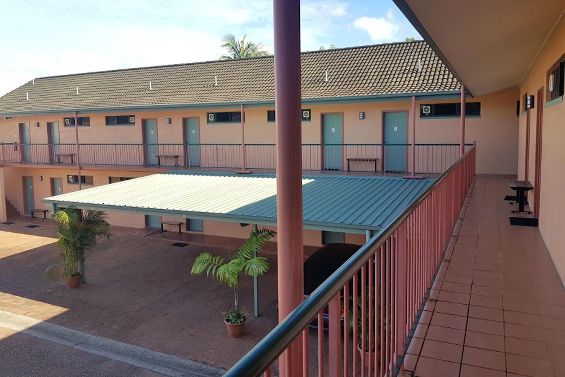 j - Cannon Park Motel