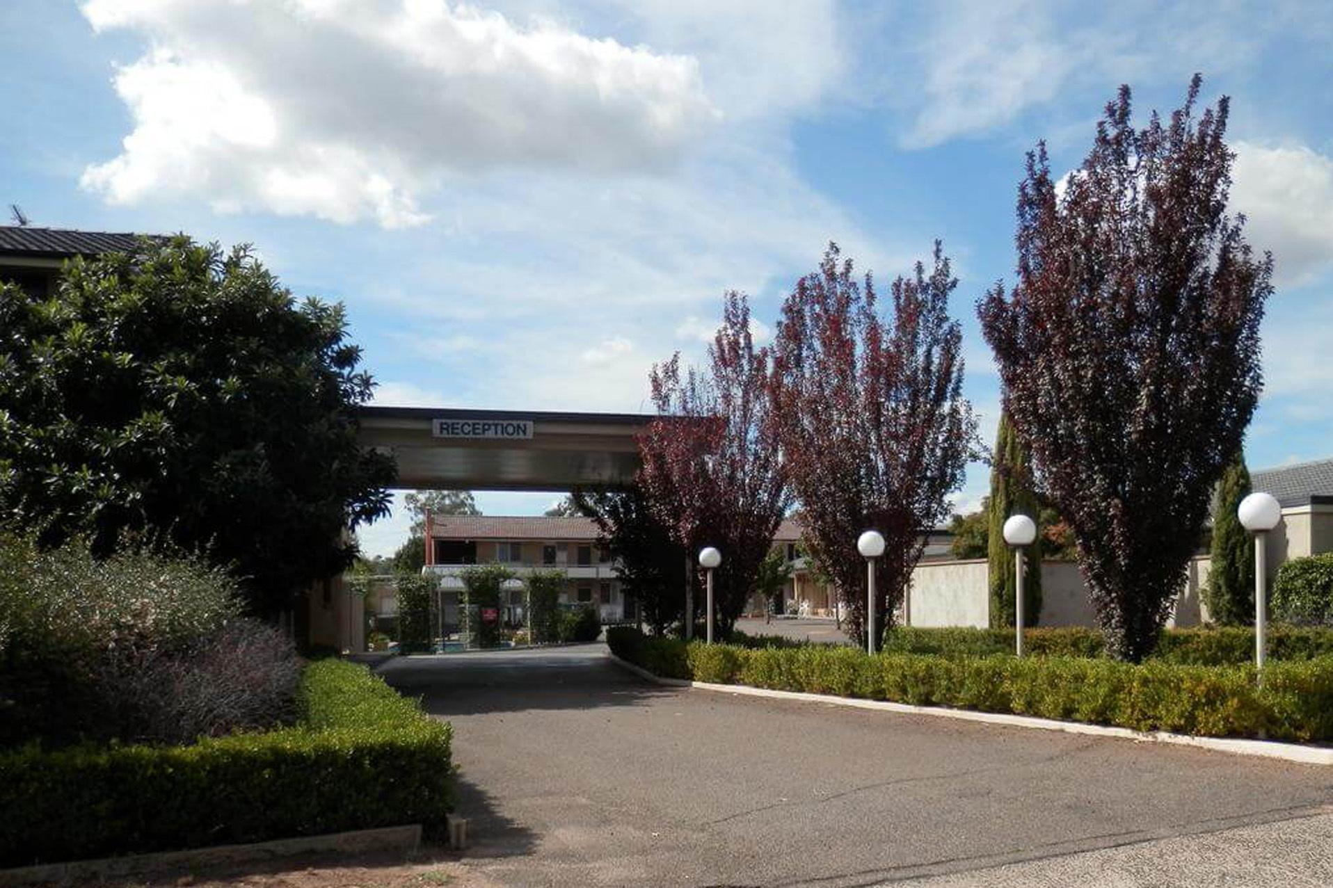a - Country Gardens Motel