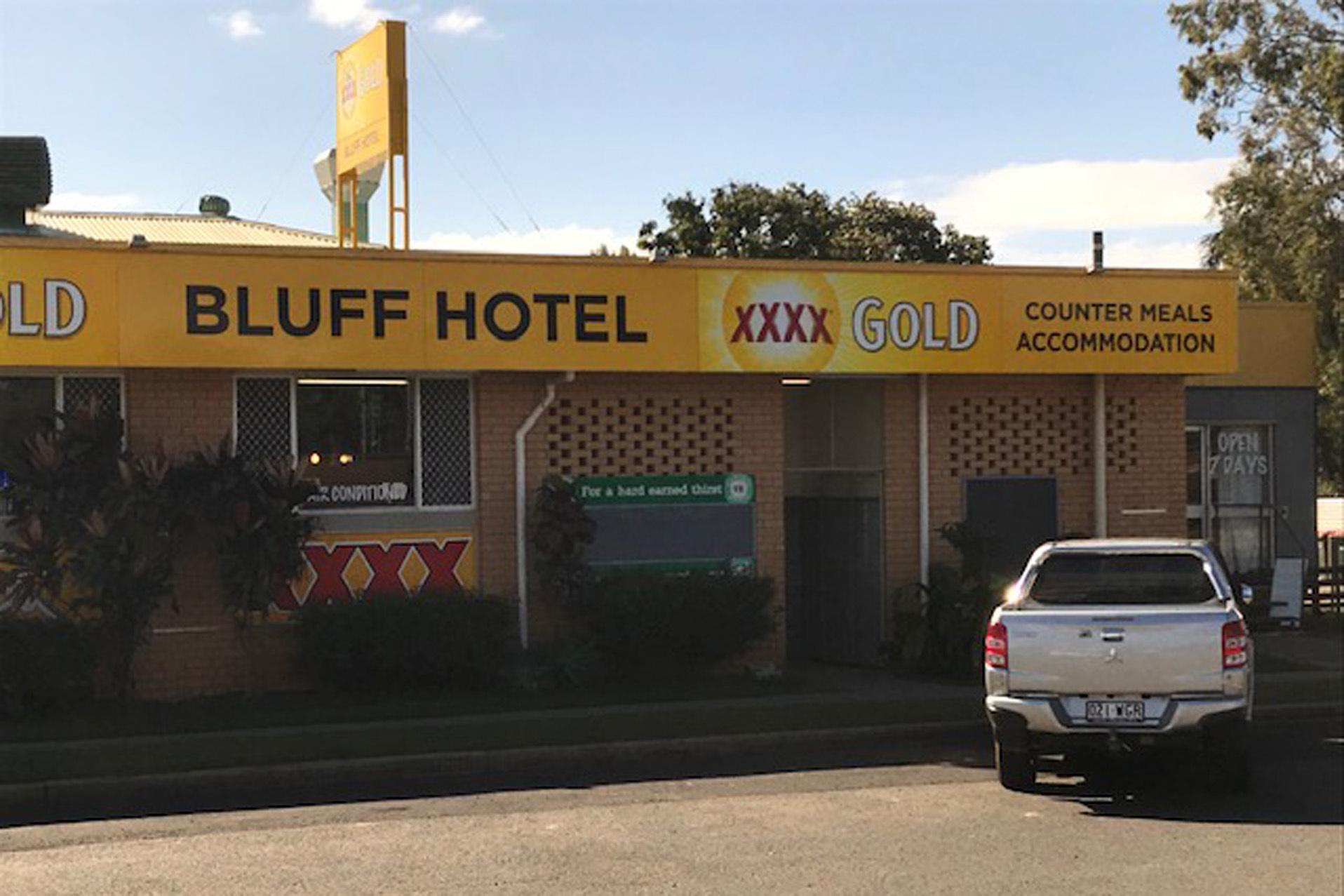 e - Bluff Hotel and Caravan Park