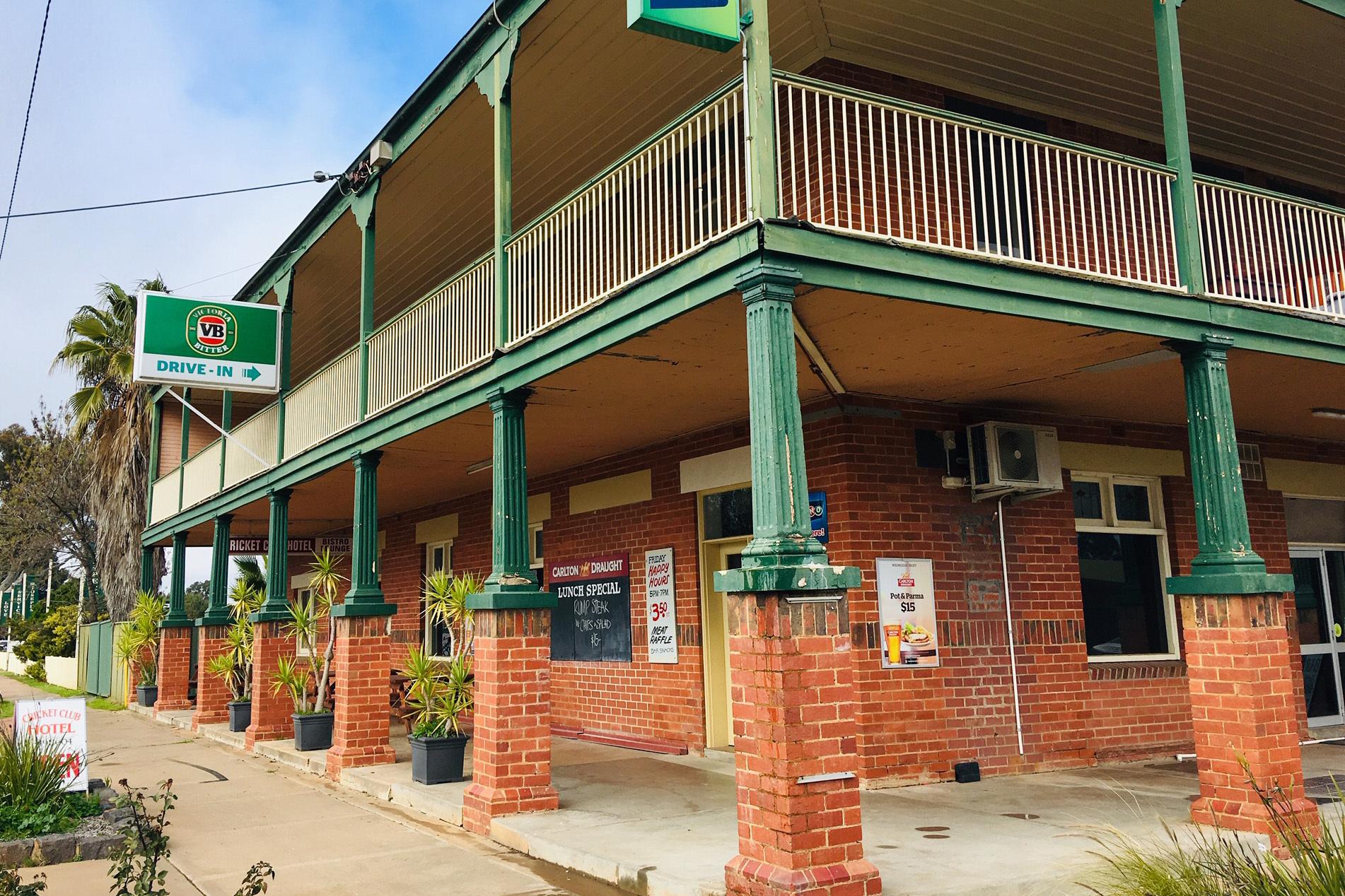 p - Cricket Club Hotel