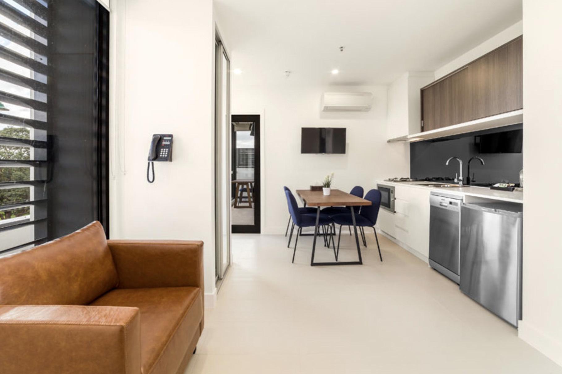 b - Whitehorse Apartments Hotel