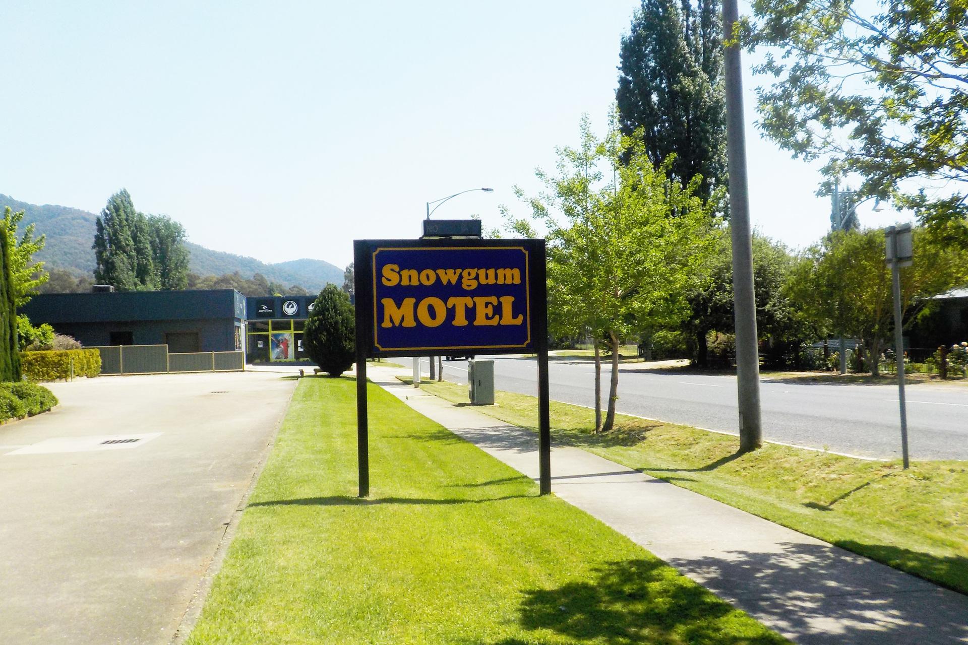 l - Snowgum Motel