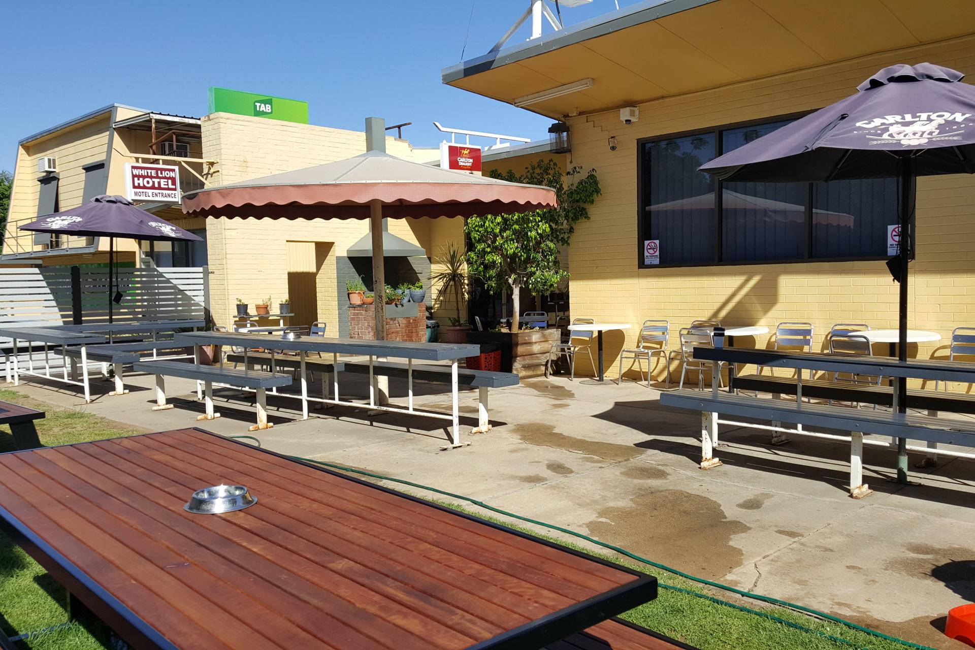 a - White Lion Hotel Motel