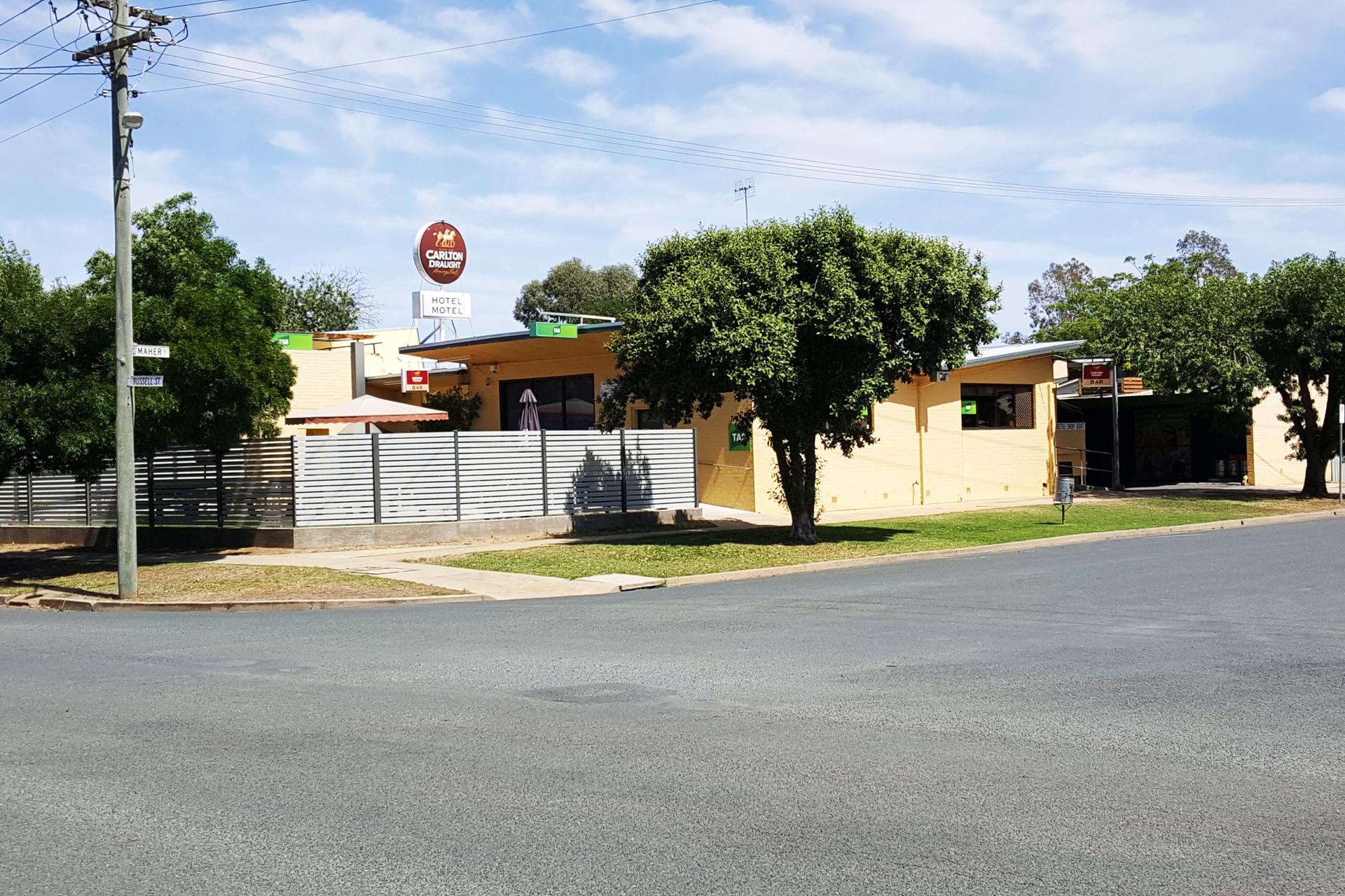 m - White Lion Hotel Motel