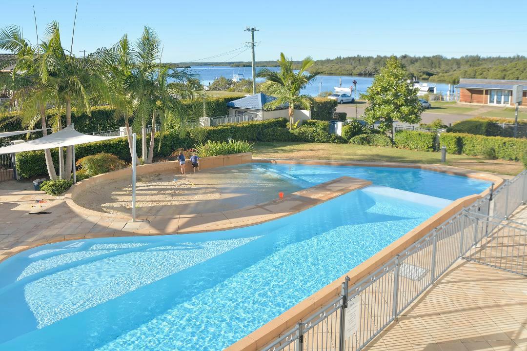 e - The Boathouse Resort