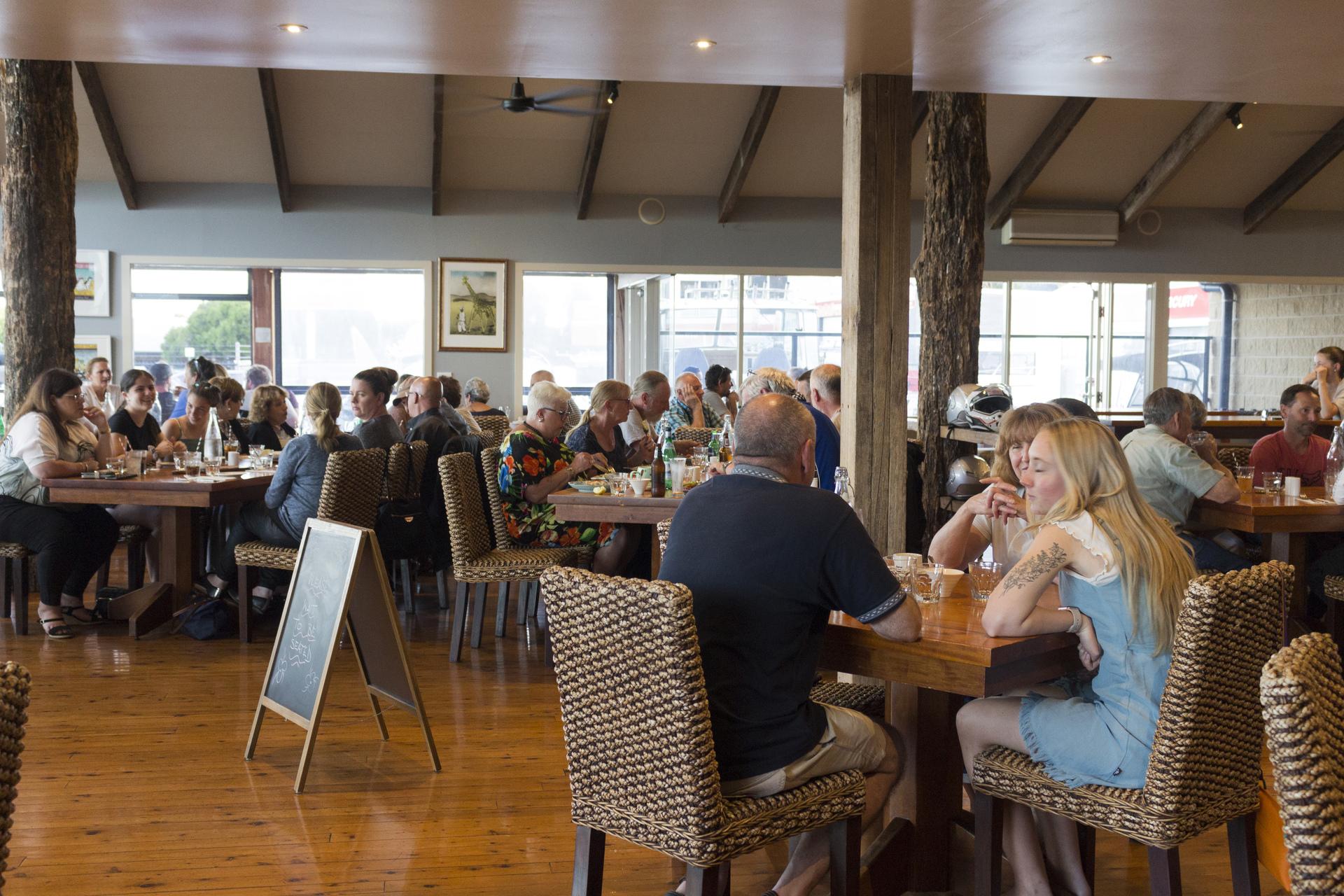 i - The Foreshore Bar & Restaurant