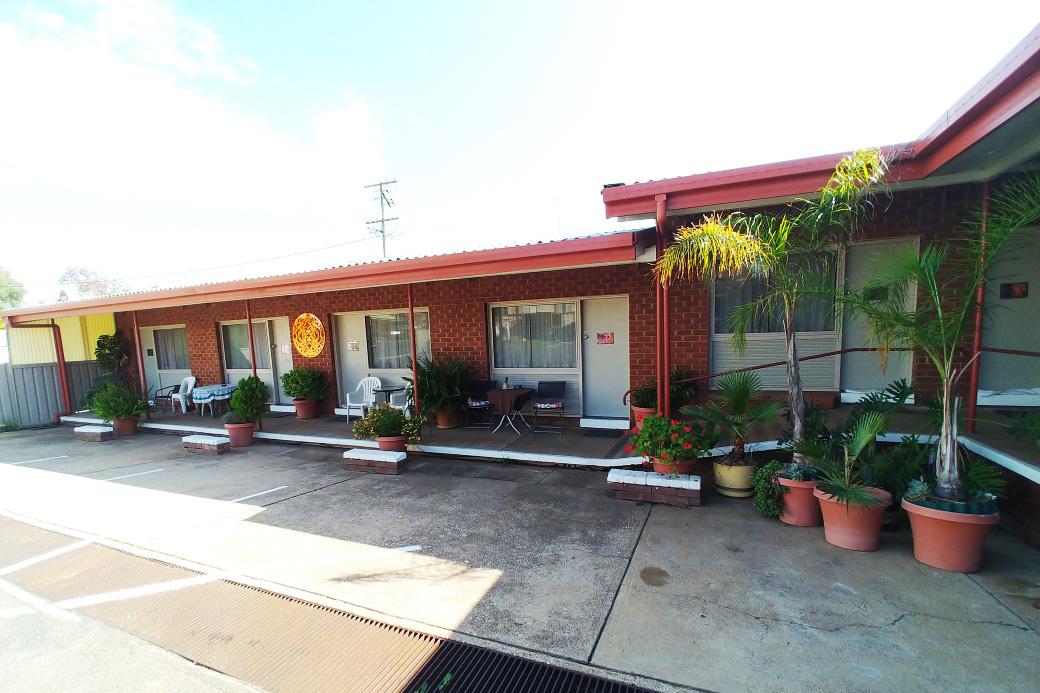h - Grenfell Motel