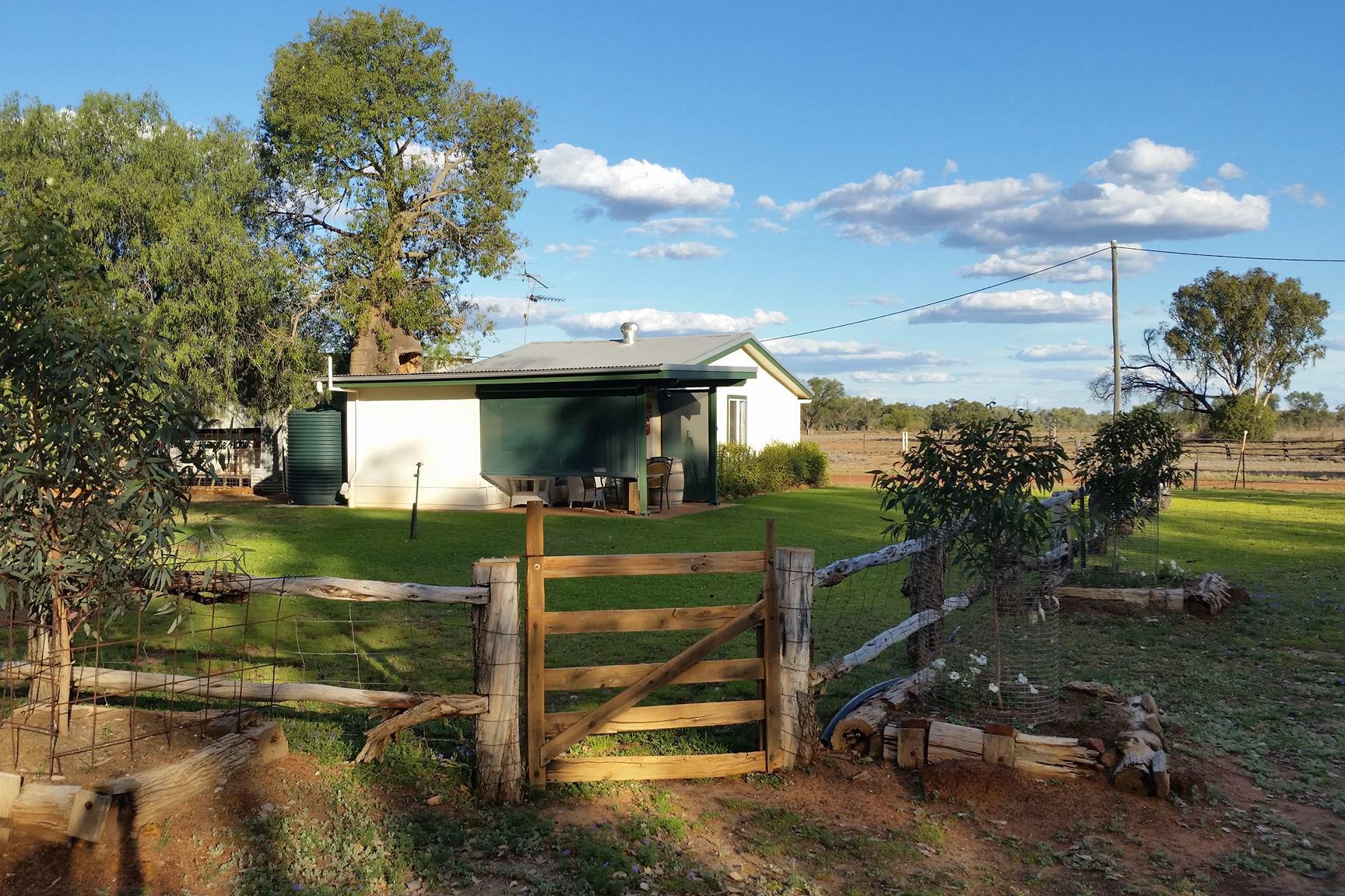 a - Charleville Bush Caravan Park and Bush Cottage