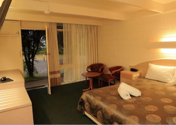 e - Absolute Motel Lakes Entrance