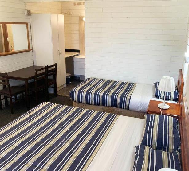 d - Finley Motel by the Lake