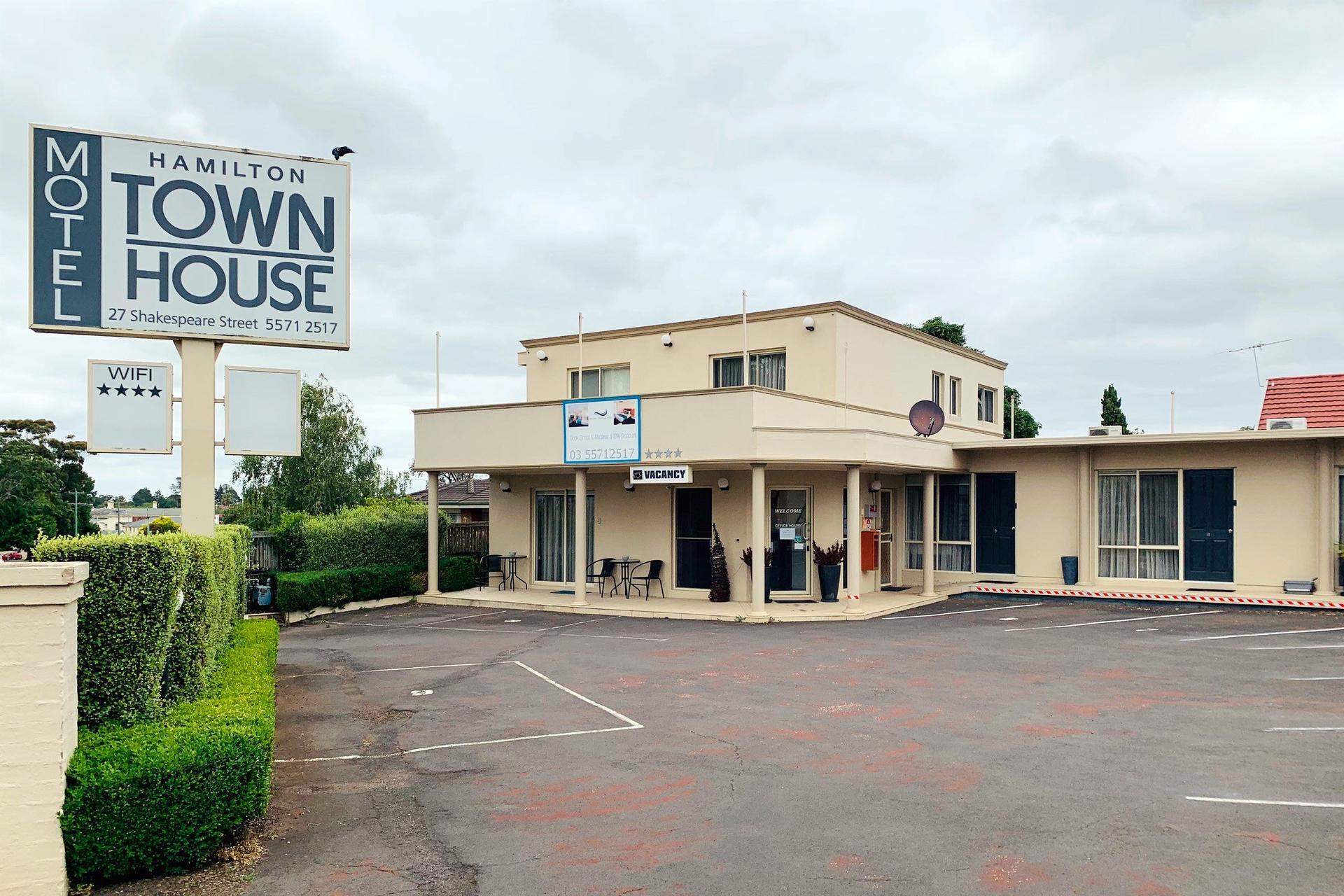 k - Hamilton Townhouse Motel