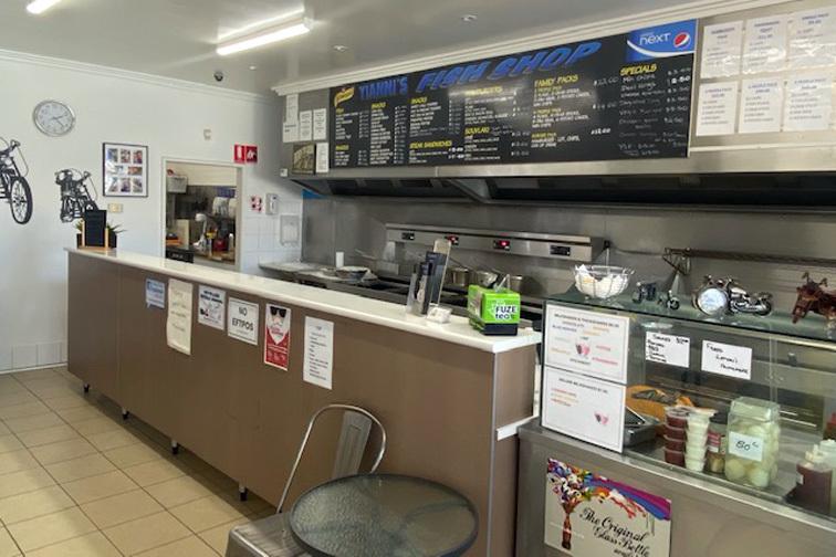 b - Yianni's Fish Shop