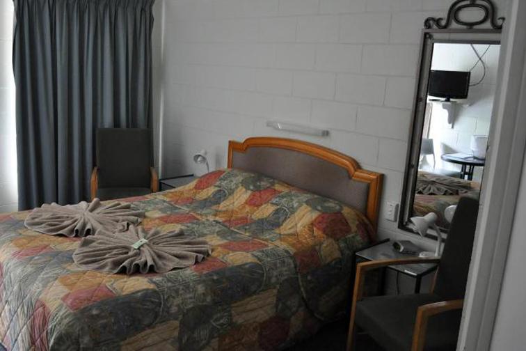 a - Bungalow Motel