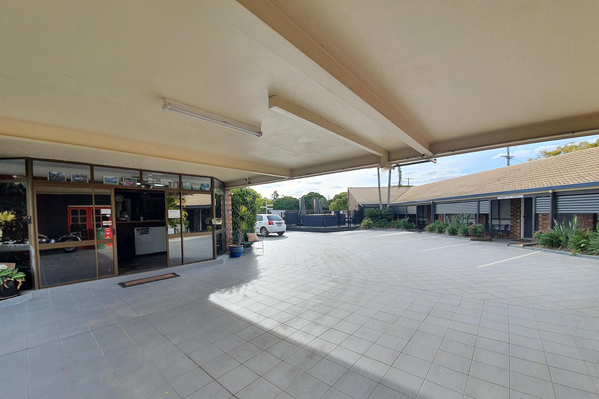 i - Esk Wivenhoe Motor Inn