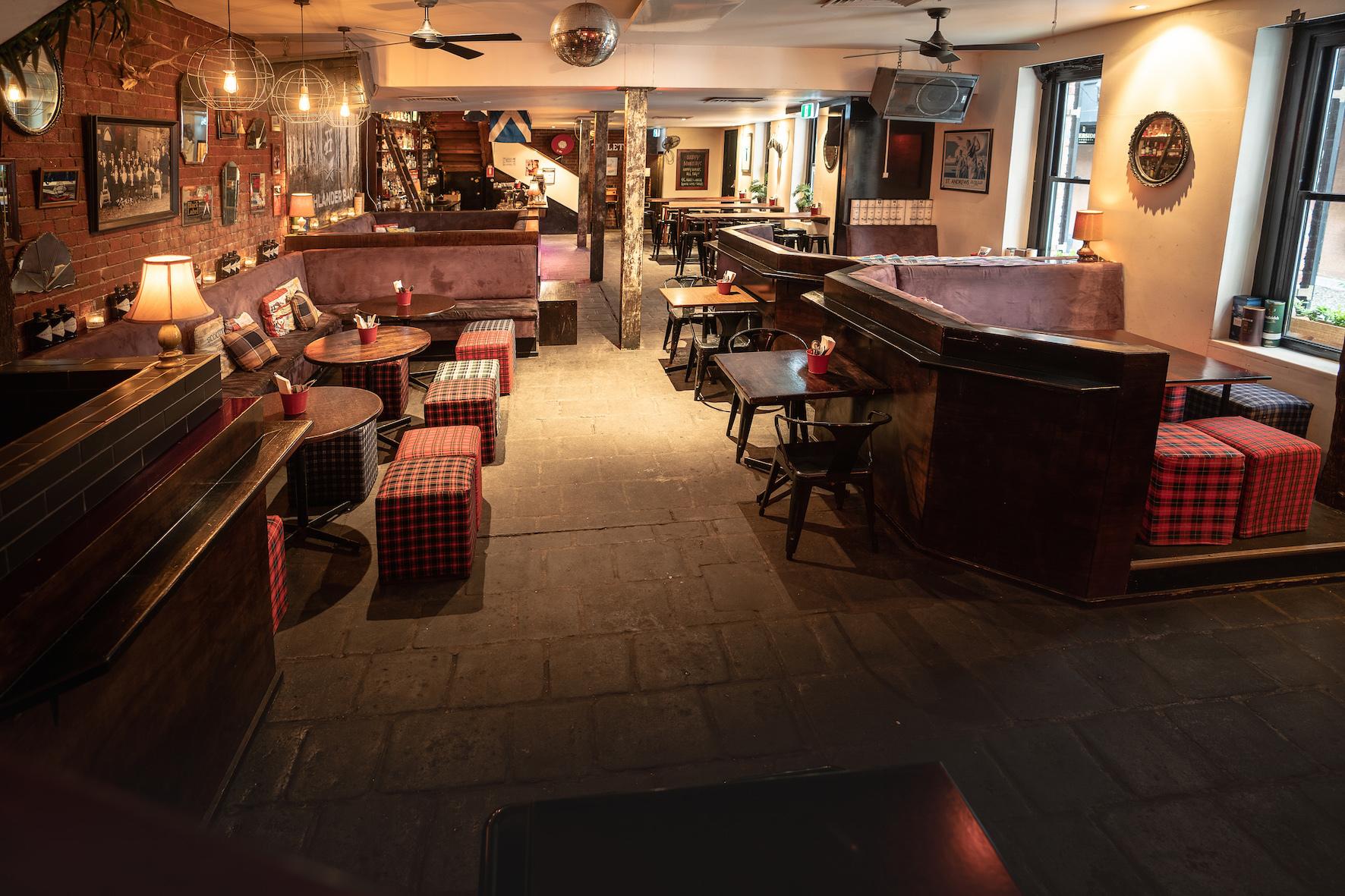 g - Highlander Bar