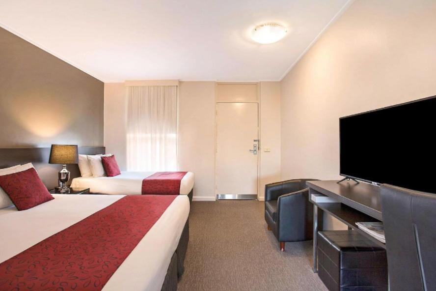 i - Comfort Inn Western