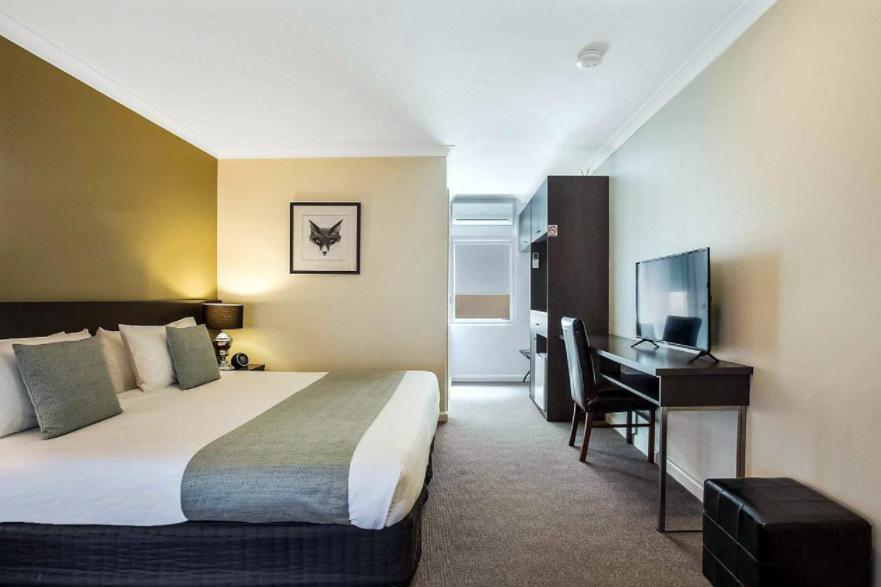 h - Comfort Inn Western