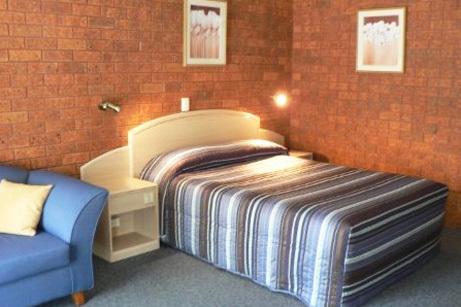 b - Yambil Inn Motel