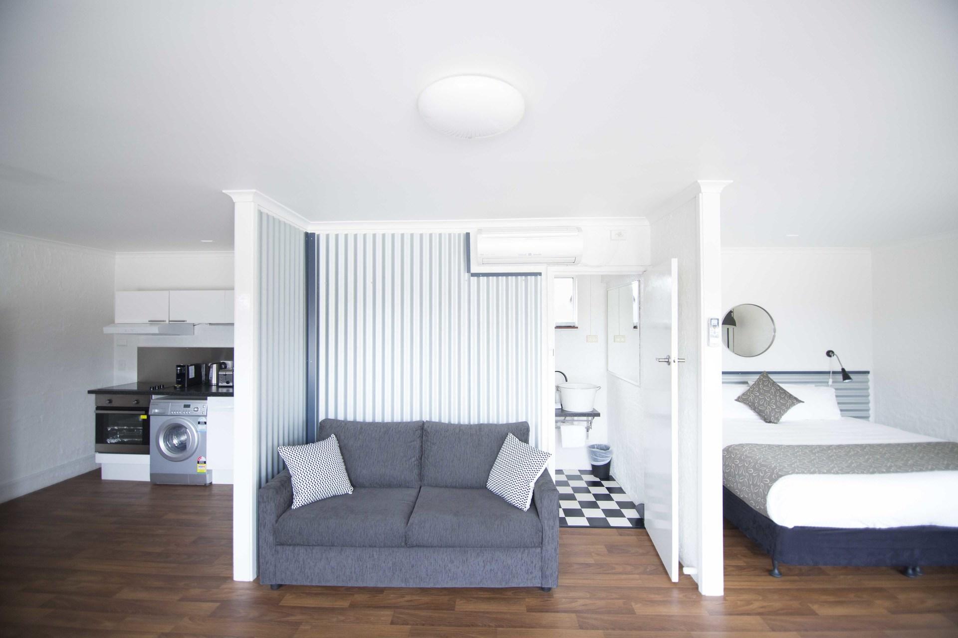 e - Siesta Central Apartments